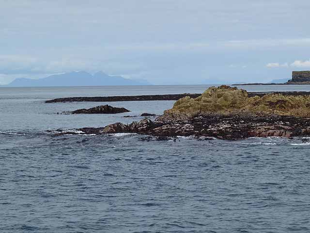 Tidal rocks at the south-west tip of Lunga