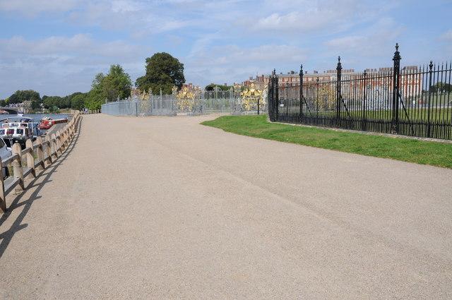 The Thames Path passing Hampton Court