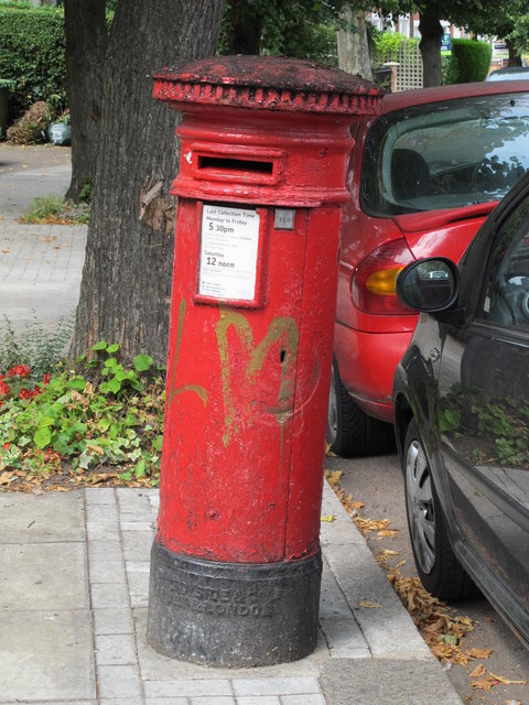 """Anonymous"" (Victorian) postbox, Blenheim Gardens / Grosvenor Gardens, NW2"