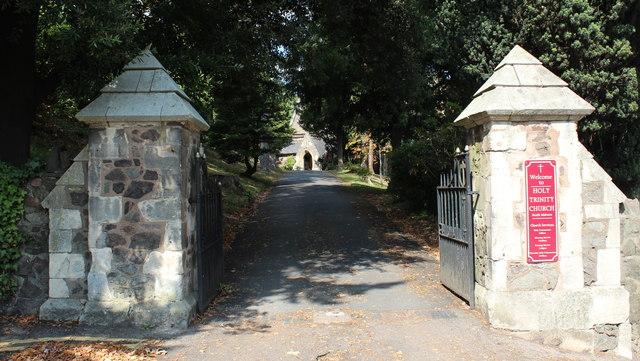 Entrance to the Holy Trinity churchyard