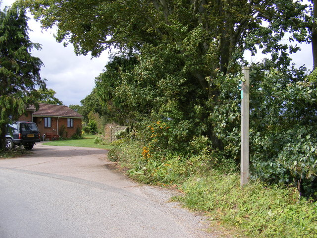 Footpath to Magpie Street & Entrance to The Lodge