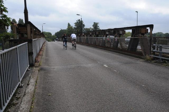 Crossing Walton Bridge