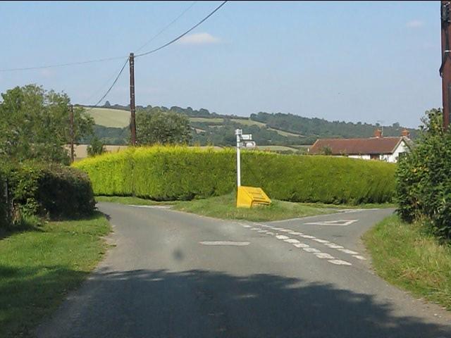 Lane junction at Willey Oak