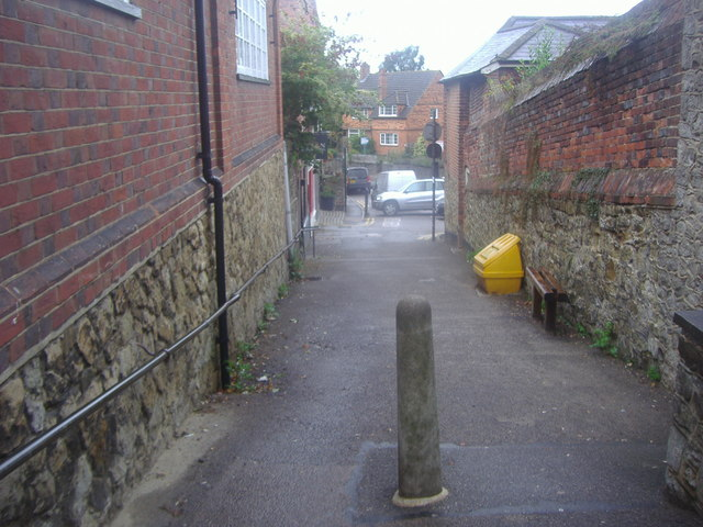 Footpath at the end of Fullers Hill