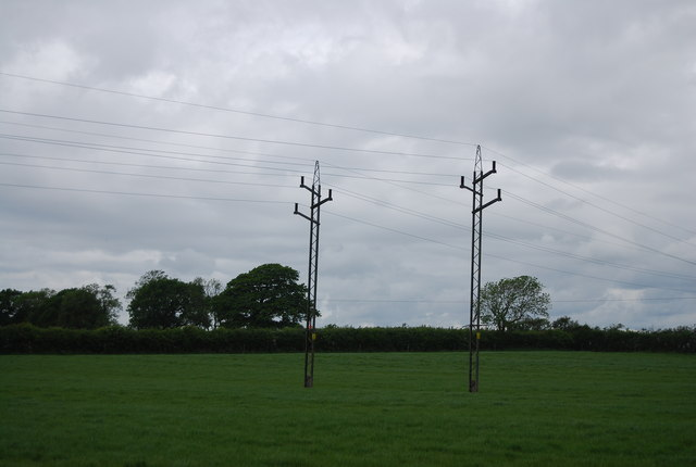 Low tension pylons