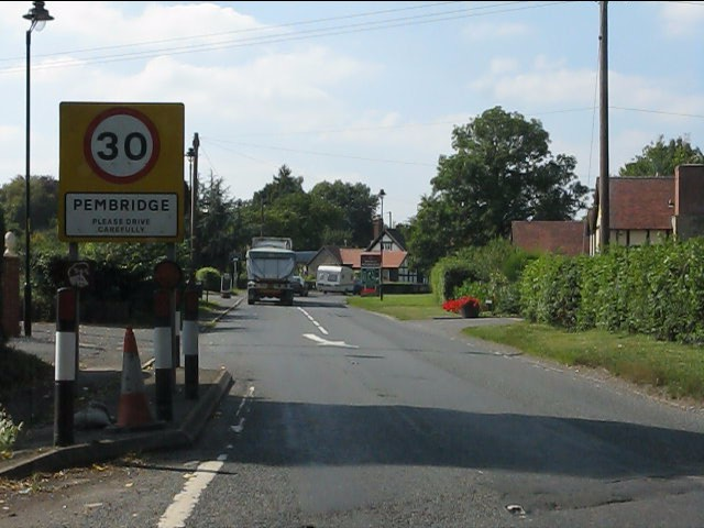 A44 entering Pembridge from the east