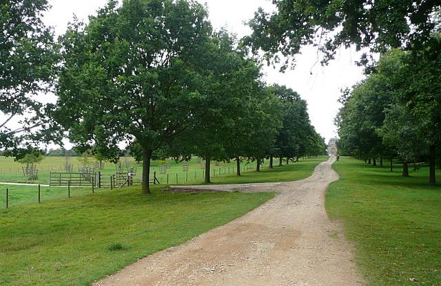 Stowe Park, Queen's Drive