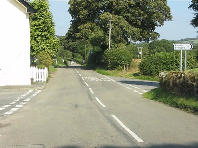 B4372 crossroads in Kinnerton