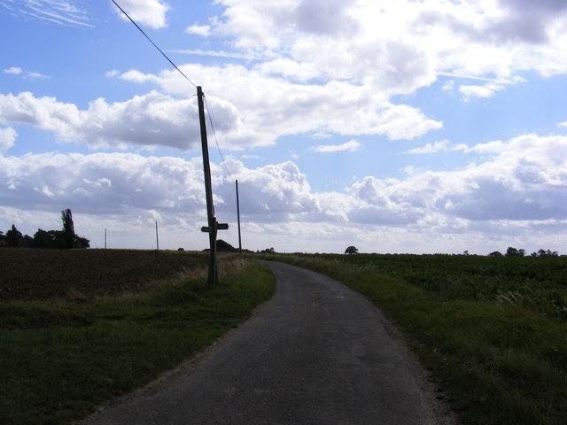 Footpaths crossing Sandy Lane