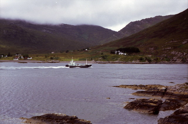 Ship passing through Caolas an Lamhachaidh
