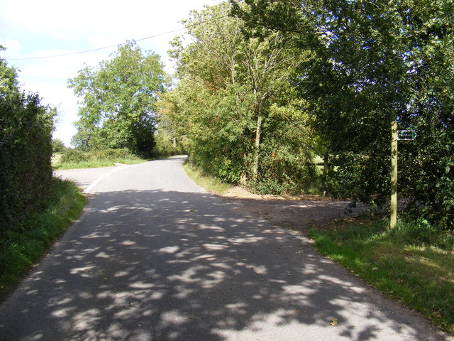 Road near Bally Hoo Cottage & footpath to the B1078