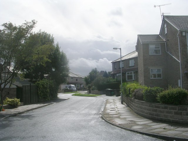 Leamington Drive - looking towards Leeds Road