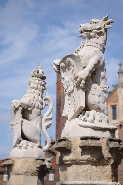 Heraldic beasts, Hampton Court