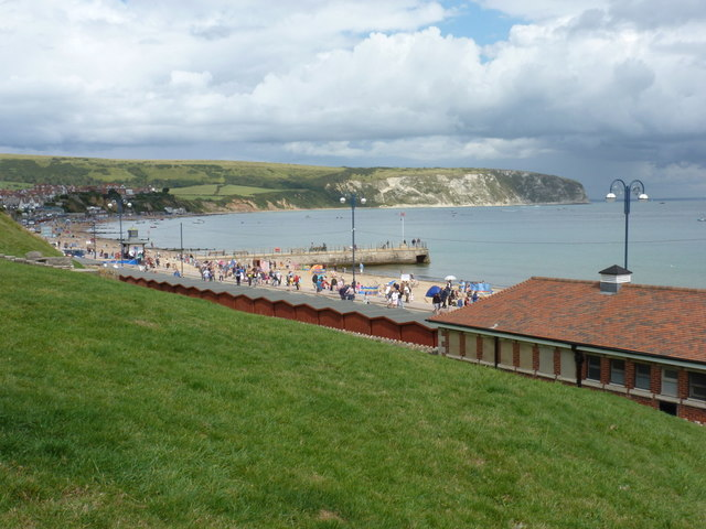 Swanage: steep lawn overlooking the beach