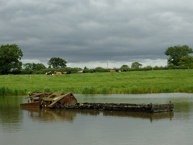 Sunken narrowboat in Billinge Green Flash, Cheshire