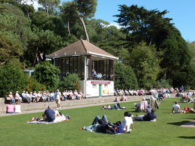 Bournemouth: Lower Gardens on a hot bank holiday