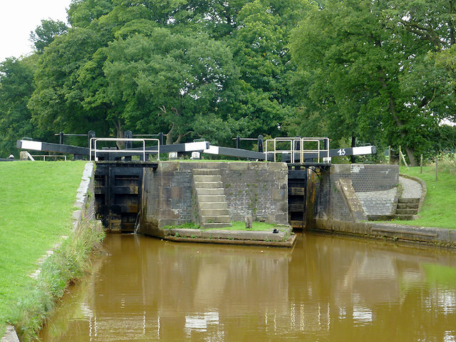 Paired locks No 45 near Church Lawton, Cheshire