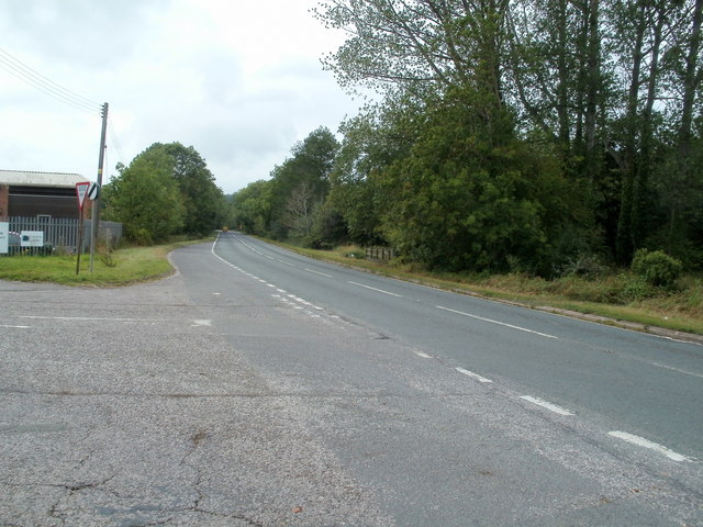 A465 heads west along the edge of Pontrilas