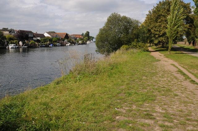 Thames Path near Hampton Court