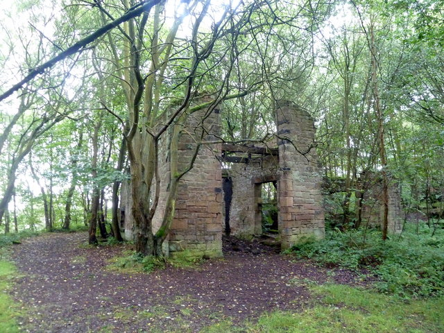 Derelict building above Endcliffe Quarry