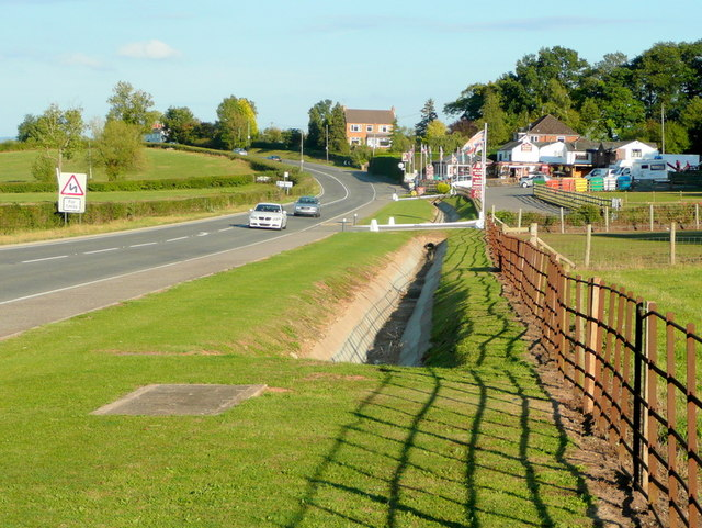 The Kings Head and the A40