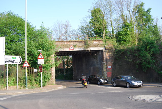 Railway bridge, Sandhurst Rd