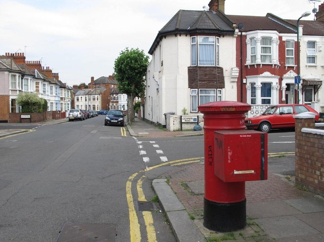 Balmoral Road / Lechmere Road, NW2