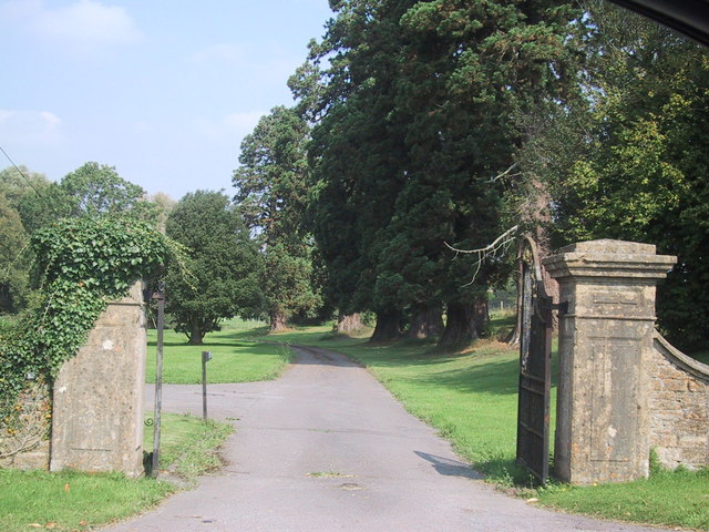 Approach to Draycot House