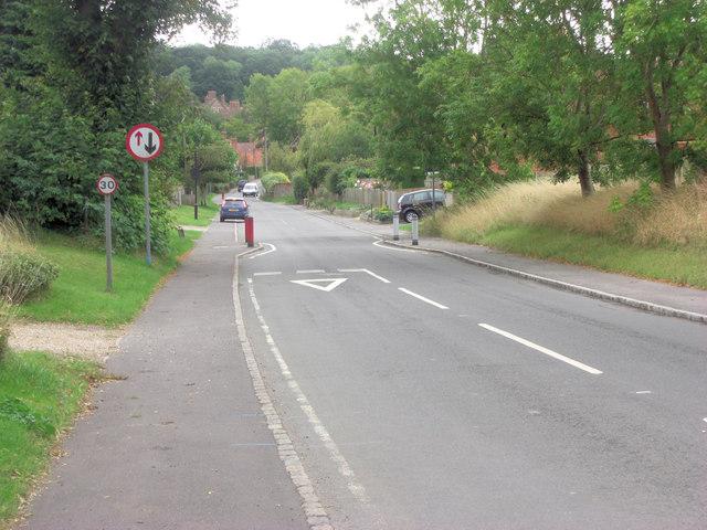 Ashampsted Road traffic calming entering Bradfield