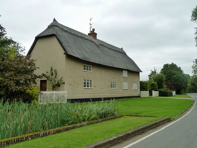Thatched house with pargeting, Rands Road