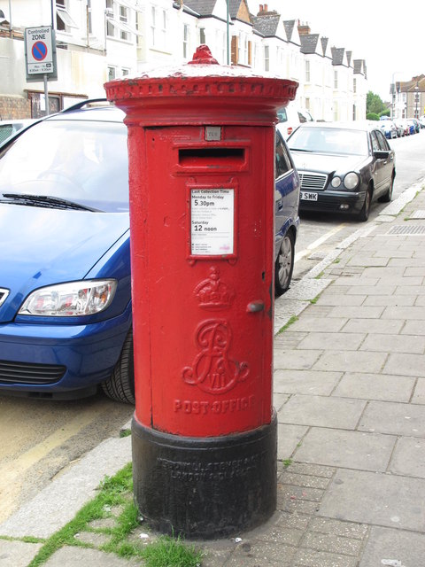 Edward VII postbox, Hawthorn Road / High Road, NW10