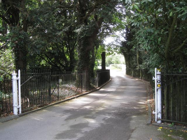 Drive to Meriden Hall off Main Road