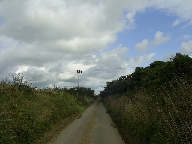 Country road to Priskilly-fawr