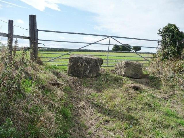 Deliberately blocked field gate, Upper Field Lane