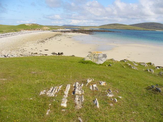 Bay South of Cnoc nan Claigeann