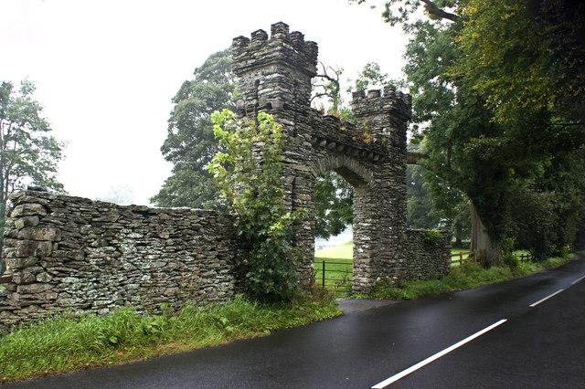 An imposing gateway on Hollins Lane