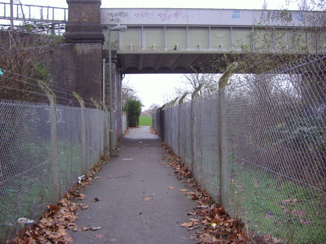 Footpath under the Northern Line to Silkstream Park