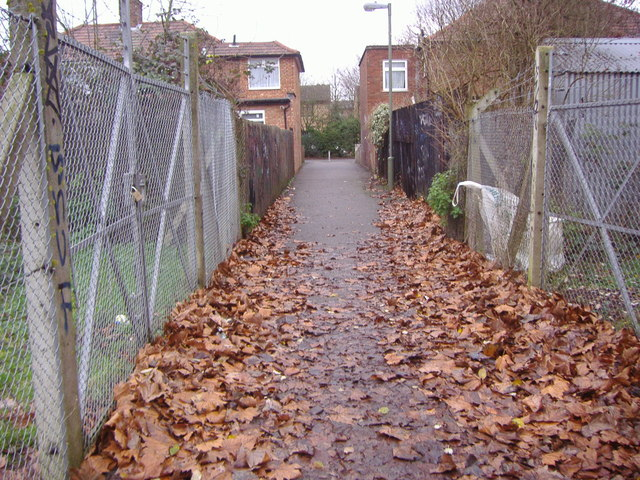 Footpath to Booth Road from Silkstream Park