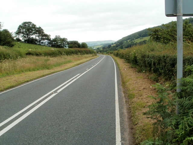 Change in road markings, A4067, Treweryn valley