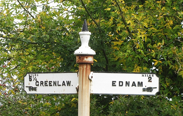 Finger post detail, Ednam Road