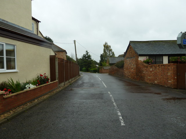 Looking southwards down Great Brickhill Lane