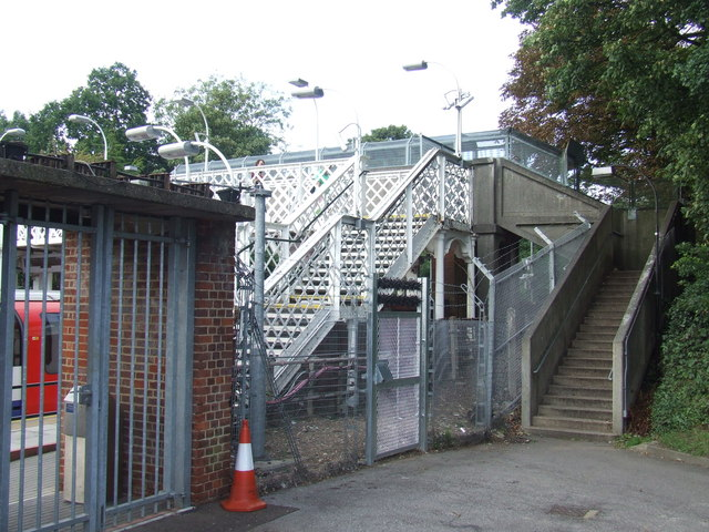 One station, two bridges, Epping