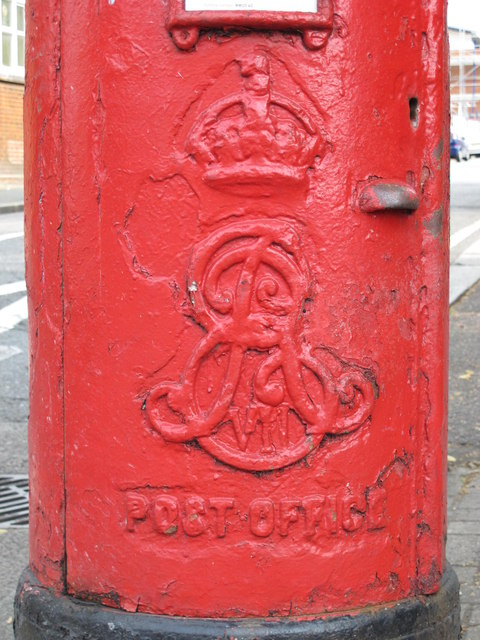 Edward VII postbox, High Road / St. Andrew's Road, NW10 - royal cipher