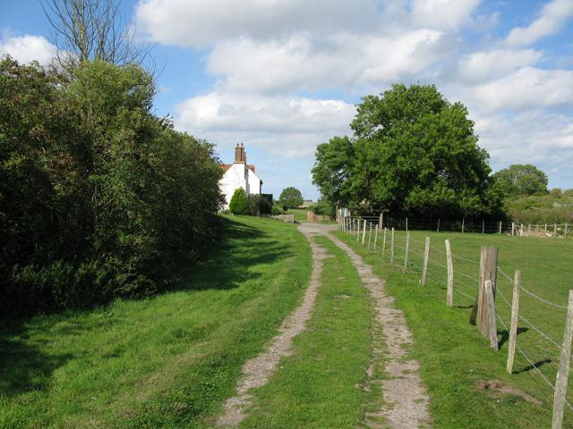 Bridleway running through Thornton Farm