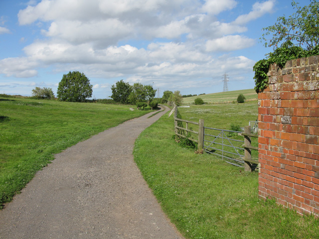 Farm road and bridleway, Thornton Farm