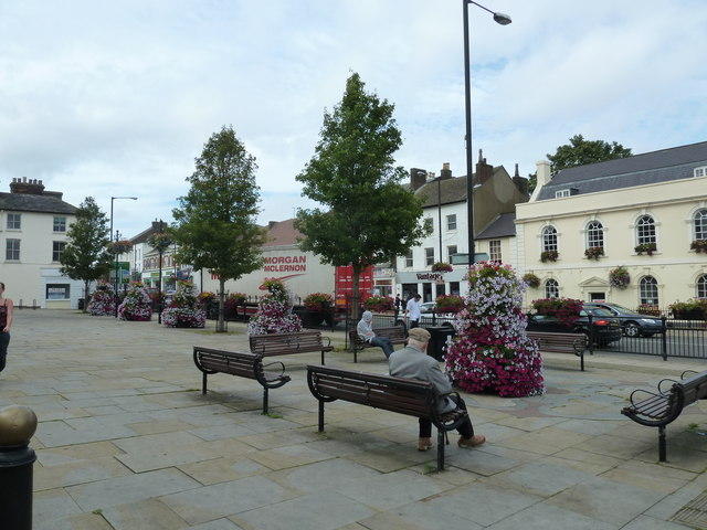 Seats in the High Street