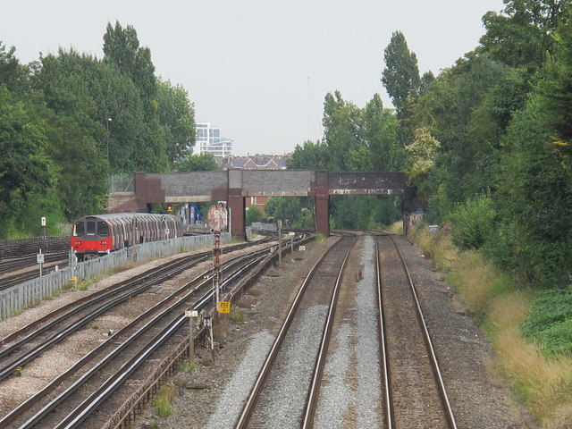 Railway and underground lines west of Mapesbury Road, NW2