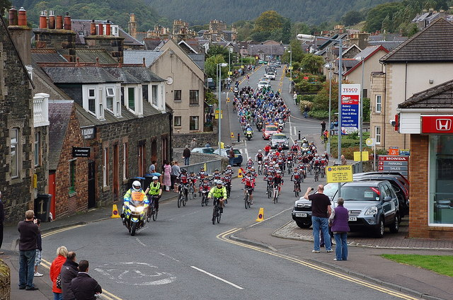 Start of the 2011 Tour of Britain, Peebles (2)