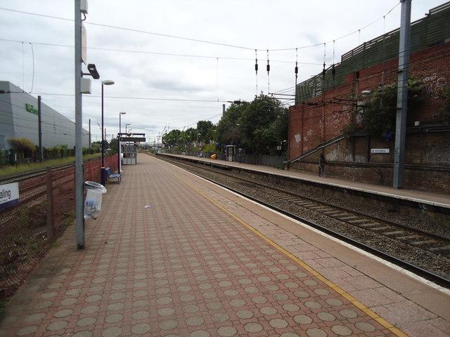 West Ealing railway station