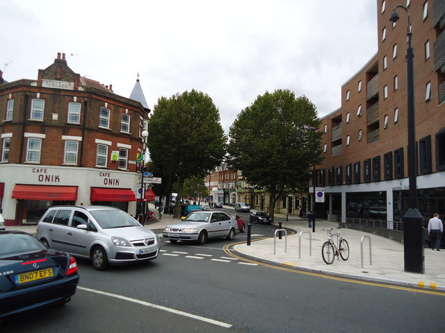 The Avenue, Ealing
